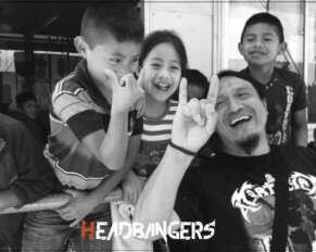 (Crédito de la imagen: Sheilla Madera. La foto muestra a Gerardo Pérez, miembro del Círculo Interno, trabajando con niños en Guatemala)